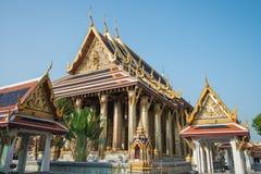 Wat Pra Kaew den storslagna slotten, blå himmel, Thailand Arkivbild