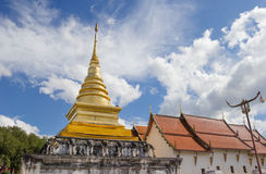 Wat Pra Tard张Kum寺庙在楠府,泰国 免版税库存照片