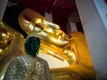 Wat Pranonjaksi som vilar Buddha, Sing Buri, Thailand Fotografering för Bildbyråer
