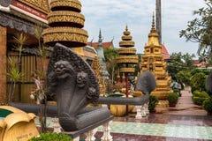 Wat Preah Prom Rath em Siem Reap, Angkor, Camboja imagens de stock royalty free