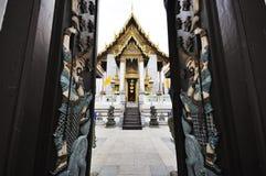 Wat Rajapradit (Rajapradit tempel), Bangkok, Thailand Royaltyfri Fotografi