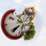 360 Wat Ratcha Nadda寺庙的全景金黄塔 免版税库存图片