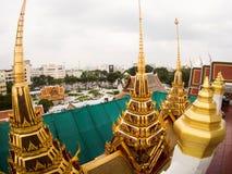 Wat Ratchanadda, Loha Prasat και παραδοσιακός Ταϊλανδός Στοκ εικόνες με δικαίωμα ελεύθερης χρήσης