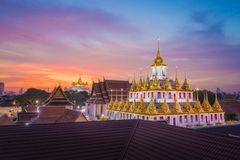 Wat Ratchanadda & Wat Saket em Banguecoque Tailândia imagens de stock