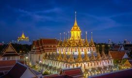 Wat Ratchanaddaram och Loha Prasat metallslott Arkivbild