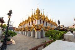 Wat Ratchanatdaram eller Loha Prasat är den offentliga templet som det är den mest turist- destinationsgränsmärket i Bangkok Thai royaltyfri foto