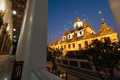 Wat Ratchanatdaram of Loha Prasat zijn de openbare tempel het het meeste oriëntatiepunt van de toeristenbestemming in Bangkok Tha stock foto's