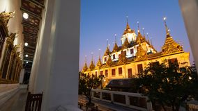 Wat Ratchanatdaram of Loha Prasat zijn de openbare tempel het het meeste oriëntatiepunt van de toeristenbestemming in Bangkok Tha royalty-vrije stock foto's
