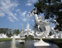 Wat Rong Khun - Biała Świątynna Chiang Raja fontanna Fotografia Stock