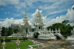 Wat Rong Khun, godsdienst en art. stock foto