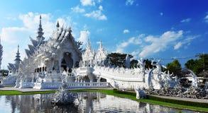 Wat Rong Khun oder der weiße Tempel in Chiang Rai, Thailand lizenzfreie stockfotografie