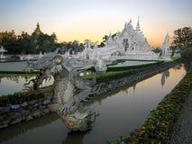 Wat Rong Khun, populär bekannt als der weiße Tempel, in Chiang Rai, Thailand Lizenzfreie Stockbilder