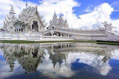 Wat Rong Khun, réflexion Image stock