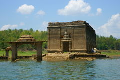 Wat saam prasob zapadnięta świątynia. Obrazy Royalty Free