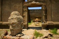 Wat saam prasob zapadnięta świątynia. obraz stock
