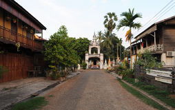 Wat Sainyaphum kloster- och koloniinvånarehus på Savannakhet Royaltyfria Foton