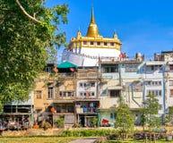Wat Saket tempel också som är bekant som guld- monteringssikt i Bangkok Royaltyfria Foton
