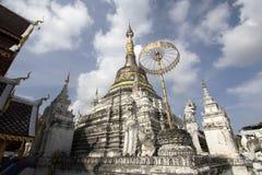Wat San Fang Burmese arkitekturstil i Chiang Mai, Thailand arkivbilder