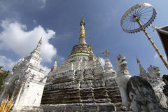 Wat San Fang Burmese arkitekturstil i Chiang Mai, Thailand Arkivfoton