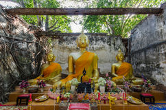 Wat Sang Kratai är 400 år gammal tempel Royaltyfri Foto