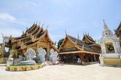 Wat Sanpa Yang Luang Lamphun, Thailand royaltyfria bilder