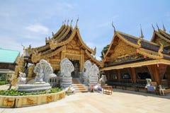 Wat Sanpa Yang Luang Lamphun, Thailand royaltyfri fotografi