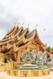 Wat Sanpa Yang Luang, templo tailandês em Lamphun Tailândia Imagens de Stock