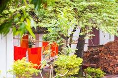 Wat Sensoukaram寺庙的庭院的看法在Louangphabang,老挝 特写镜头 免版税库存图片