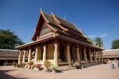 Prästvigningkorridoren (sim) på Wat Si Saket tros för att vara Vientianeâs det äldsta fortleva tempelet. Royaltyfria Foton
