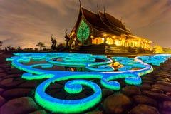 Wat sirindhorn wararam在晚上 库存照片