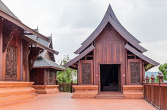 Wat Somdej Phu Ruea Ming Muang - de nieuwe tempel in Thailand royalty-vrije stock foto's