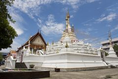 Wat Songtham Worawihan a Amphoe Phra Pradaeng in Samut Prakan, Tailandia fotografia stock libera da diritti