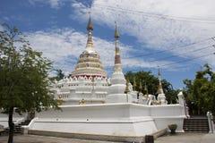 Wat Songtham Worawihan på Amphoe Phra Pradaeng i Samut Prakan, Thailand Arkivfoton