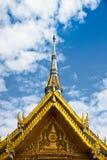Wat Sothorn y cielo azul Imágenes de archivo libres de regalías