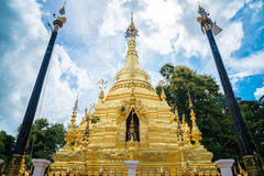 Wat Sri Mung Muang Temple na província de Chiang Mai, Tailândia foto de stock