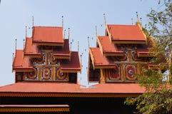 Wat Sri Rong Muang tiene el vihara de madera de la teca más hermosa en La Fotografía de archivo