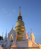 Wat Suan Dok in der Dämmerung in Chiang Mai, Thailand Stockfotos