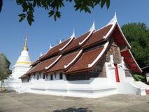 Wat Suchadaram sous le ciel bleu Photos libres de droits