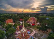 Wat tailandese, il tramonto in tempio Tailandia, sono pubblico dominio o TR Immagini Stock Libere da Diritti