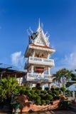 wat Tham Khuha Sawan den härliga templet bredvid Mekong Arkivfoto