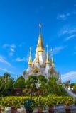 wat Tham Khuha Sawan den härliga templet bredvid Mekong Arkivbilder