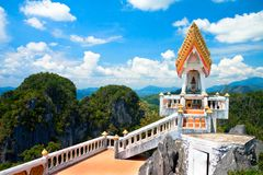 Wat Tham Seua (cueva del tigre) imagen de archivo