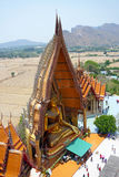 Wat Tham Sua是其中一个著名寺庙位于Tha Muang区的地方小山上面  2011年沿购物车死亡2月kanchanaburi移动照片铁路铁路修理公司被采取的泰国跟踪工作者 免版税库存照片