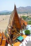 Wat Tham Sua est l'un de temples célèbres où situé au dessus de colline du secteur de Tha Muang Kanchanaburi, Thaïlande Photo libre de droits