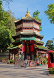 观世音菩萨塔在地方老虎洞寺庙(Wat Tham Suea) 免版税库存照片
