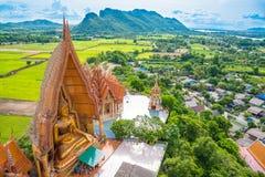 Wat thamsua, gränsmärke för Thailand tempellandskap i kanchanaburi arkivbild