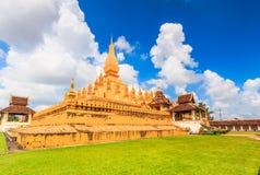 Wat Thap Luang i Laos royaltyfri fotografi