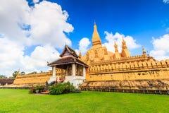 Wat Thap Luang in Laos lizenzfreie stockfotos