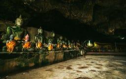 Wat Thum-koo ha oder Koo Ha-Höhlentempel Stockbilder