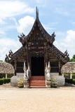 Wat Ton Kain, capilla de madera de la teca vieja en el chiangmai, Tailandia Imagenes de archivo
